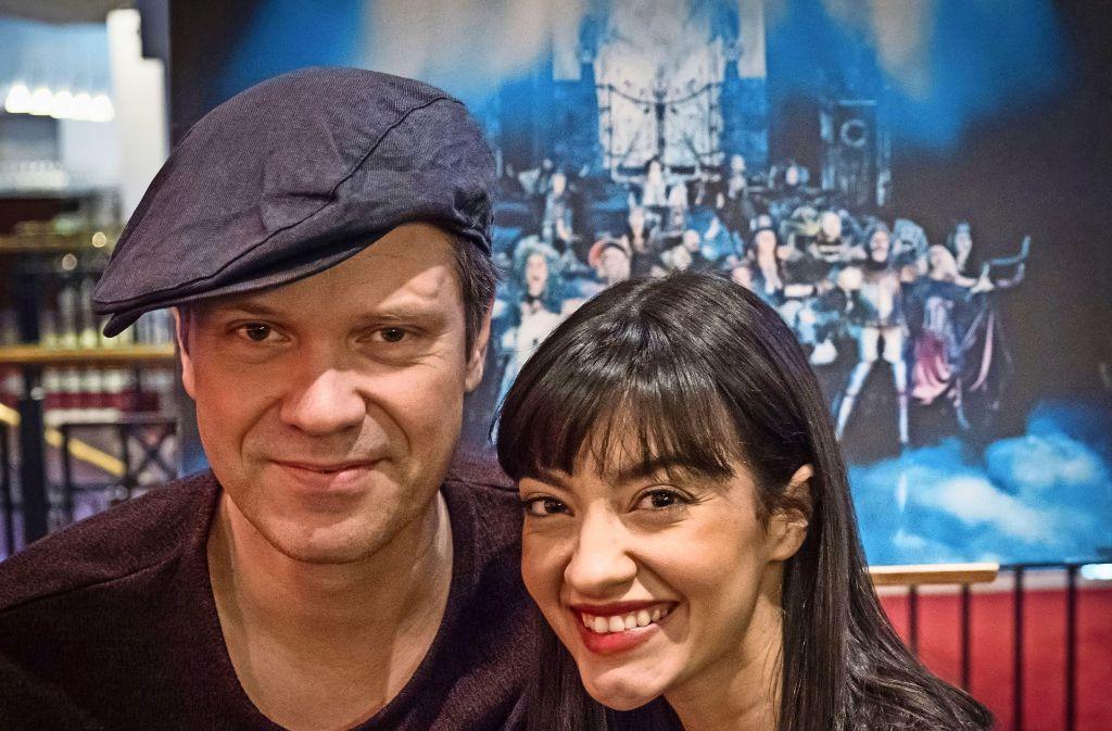 """Der Schwede  Mathias Edenborn ist der Krolock, die Italienerin Veronica Appeddu die Sarah  beim dritten  """"Tanz der Vampire"""" in Stuttgart. Foto: Lichtgut/Achim Zweygarth"""