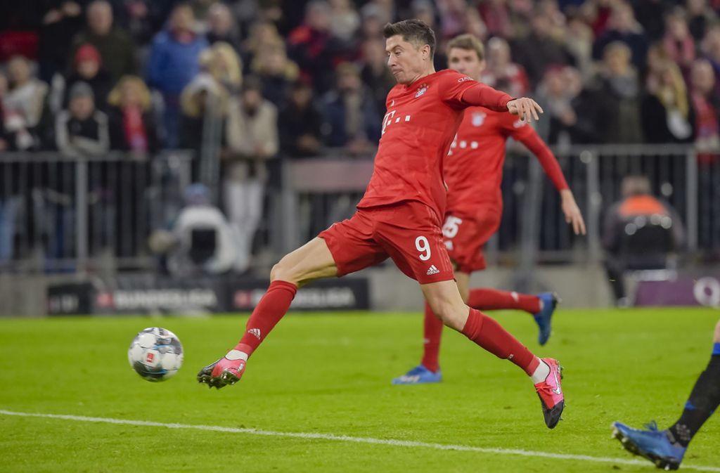 Torjäger Robert Lewandowski schlägt für die Bayern zu. Foto: AFP/GUENTER SCHIFFMANN