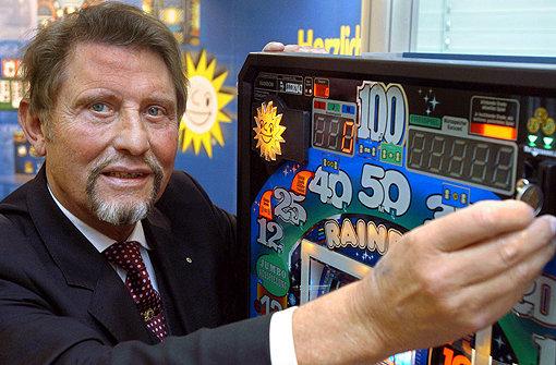 Schecks aus Glücksspielkonzern