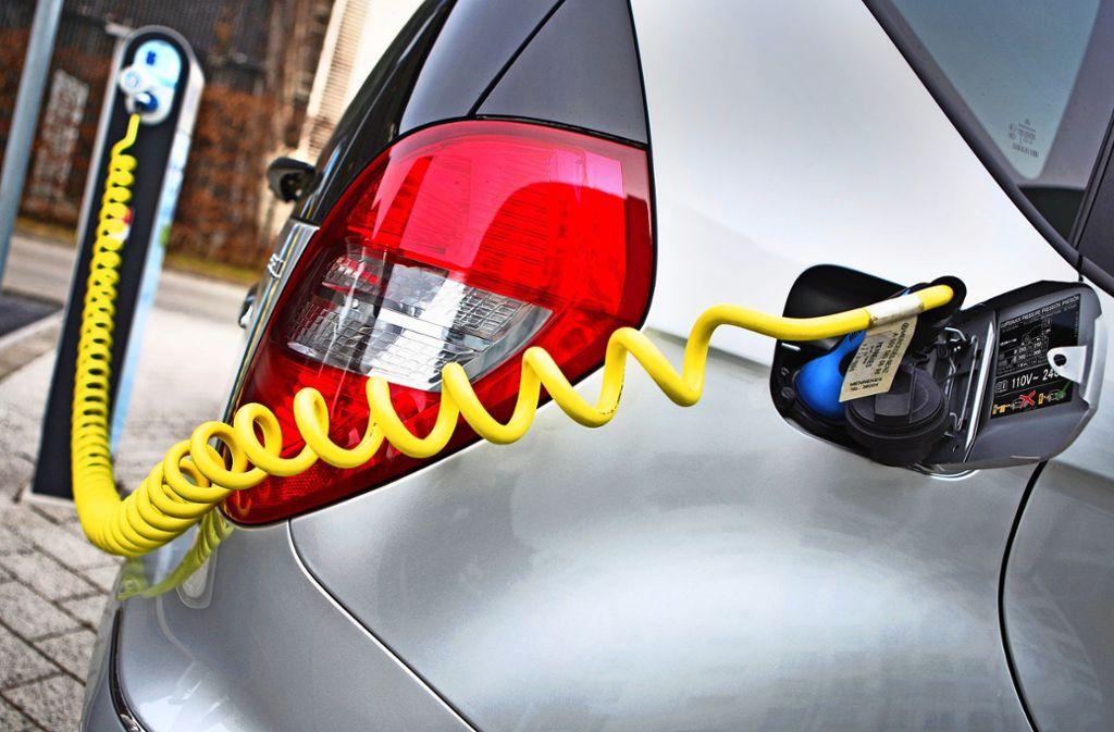 Der Bund will den Steuervorteil für  elektrisch betriebenen Dienstwagen erhöhen. Foto: dpa-Zentralbild