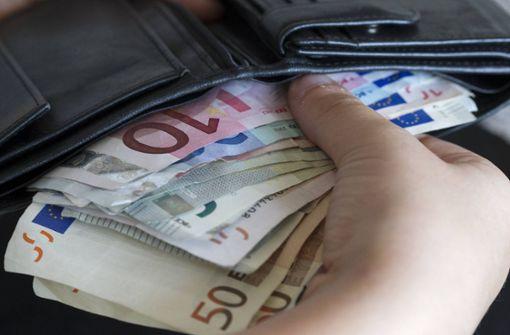 Unbekannter bestiehlt Seniorin mit Geldwechseltrick