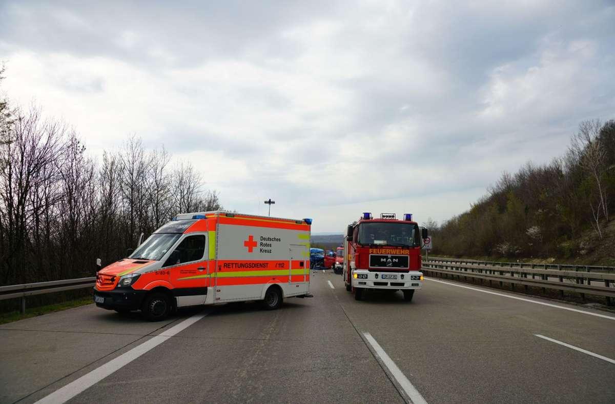 Der Beifahrer wurde bei dem Unfall eingeklemmt und schwer verletzt. Foto: SDMG/ Woelfl