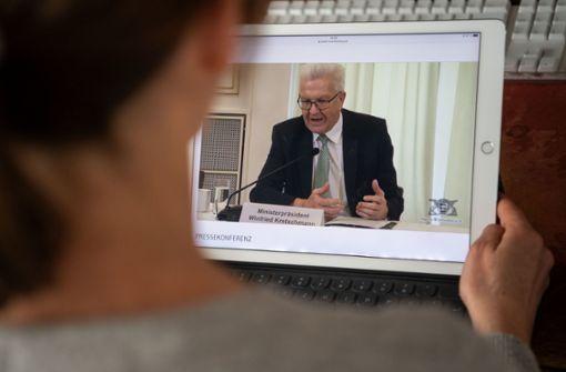 Kretschmann und Minister informieren im Livestream