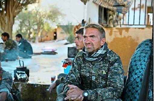 Günter H. in der Uniform der kurdischen Miliz YPG. Foto: Vice