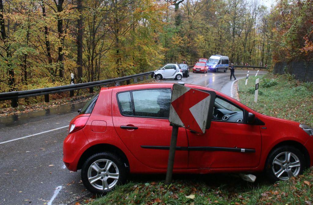 Auf der Karl-Kloß-Straße im Stuttgarter Süden ist es am Sonntagnachmittag zu einem schweren Unfall gekommen. Foto: 7aktuell.de/Jens Pusch