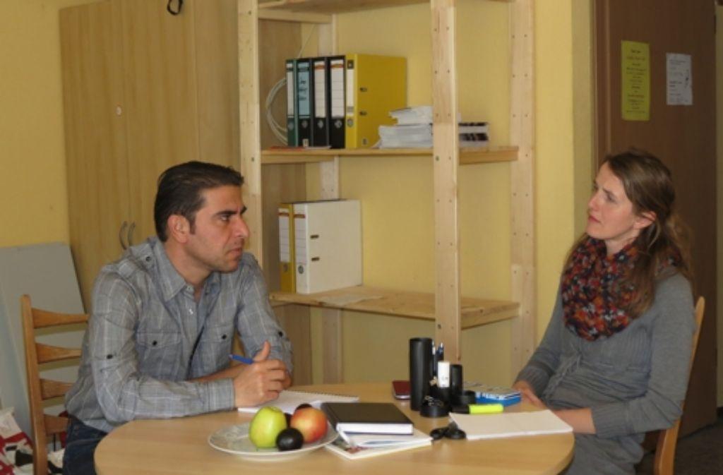 Ibrahim dankt Sambeth-Weber für die gute Betreuung. Foto: Häusser