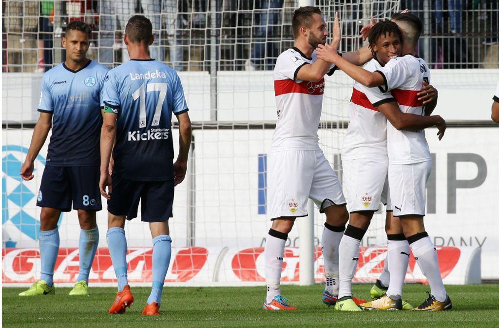 Im Hinspiel jubelten nur die Weiß-Roten: Der VfB II deklassierte die Kickers mit 5:1. Foto: Baumann