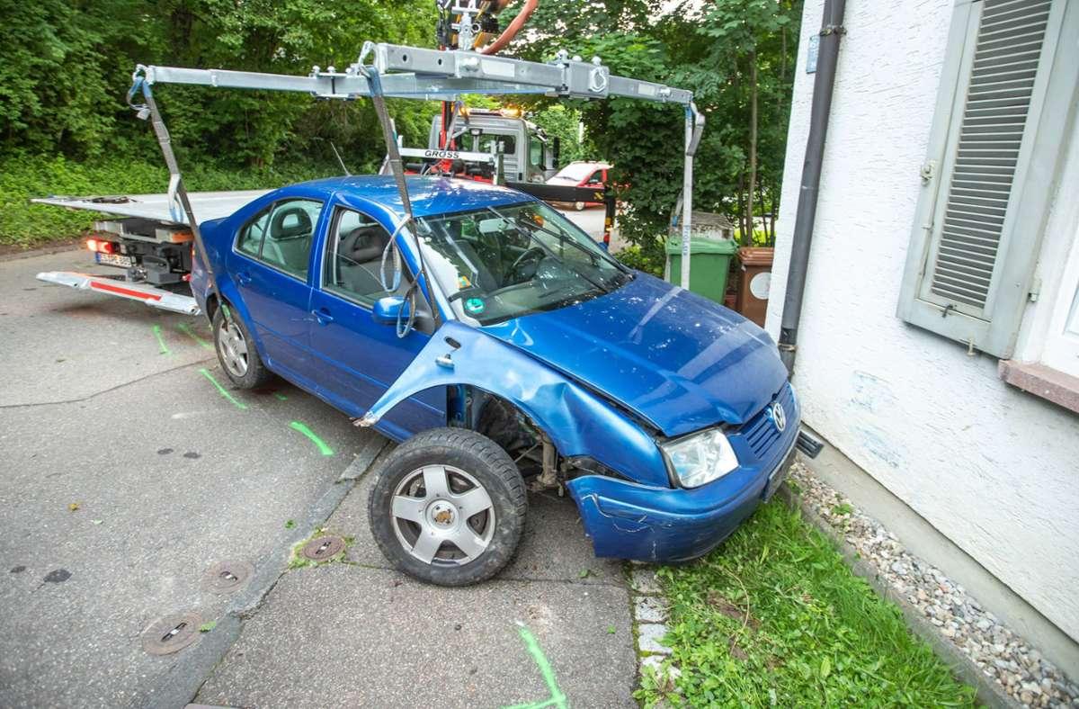 Das Auto war nach dem Unfall nicht mehr fahrbereit. Foto: 7aktuell.de/Simon Adomat/7aktuell.de | Simon Adomat