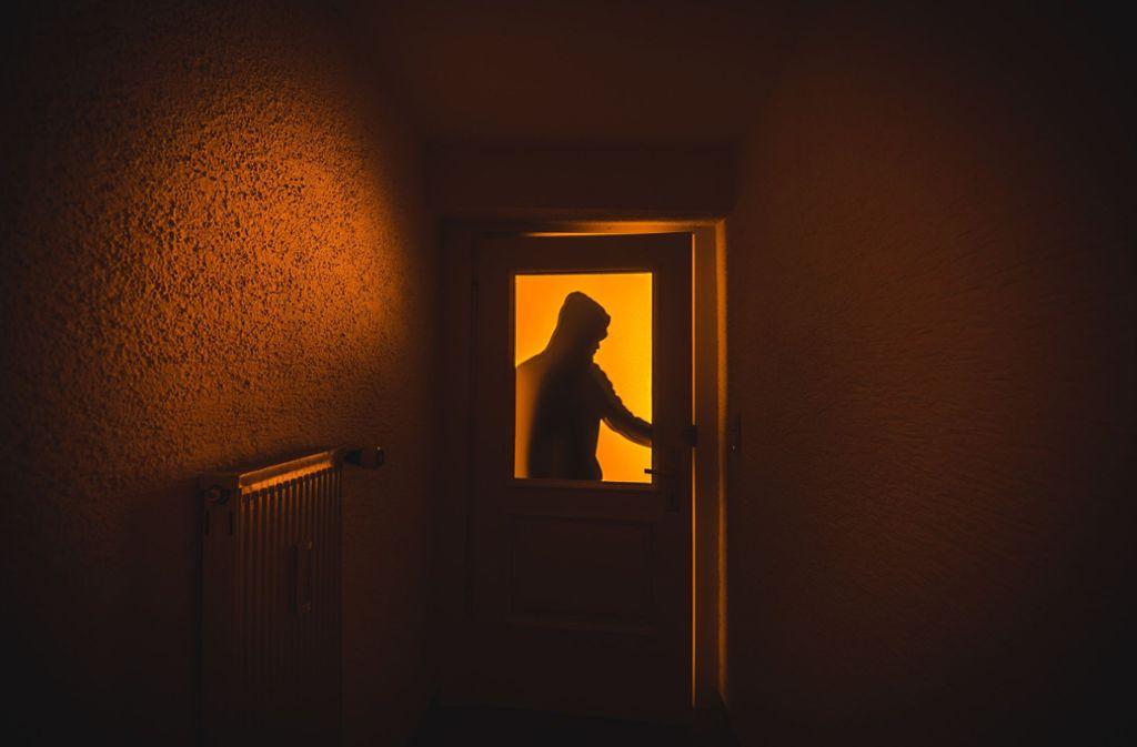 Ein Mann wurde im Kreis Lörrach für einen Einbrecher gehalten – doch er war der Hausbewohner, der Hilfe benötigte. (Symbolbild) Foto: dpa