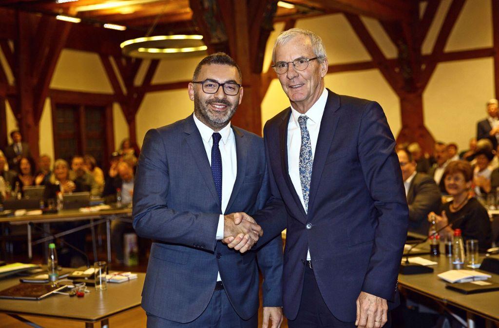 Yalcin Bayraktar  (links) –  mit Oberbürgermeister Jürgen Zieger – hat  im ersten Wahlgang die absolute Mehrheit erreicht. Foto: Ines Rudel