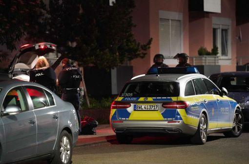 Mann bedroht Polizisten mit Messer
