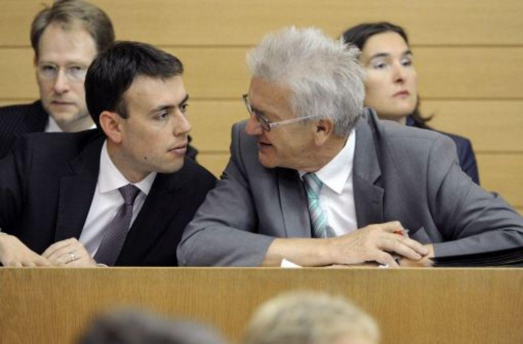 Nils Schmid (l.) und Ministerpräsident Winfried Kretschmann (r.) Foto: dpa