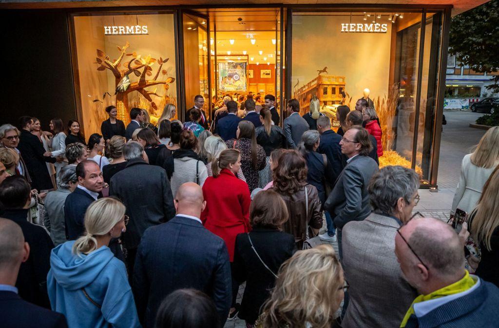 Großer Andrang bei der Eröffnung der Stuttgarter Hermès-Filiale Foto: Lichtgut/Julian Rettig