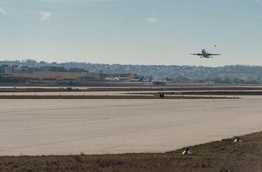 Hase auf Landebahn überfahren – Flugzeug kann nicht landen