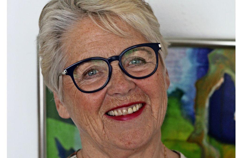 Marlis G Schill verkauft ihre Gemälde Foto: Höbel