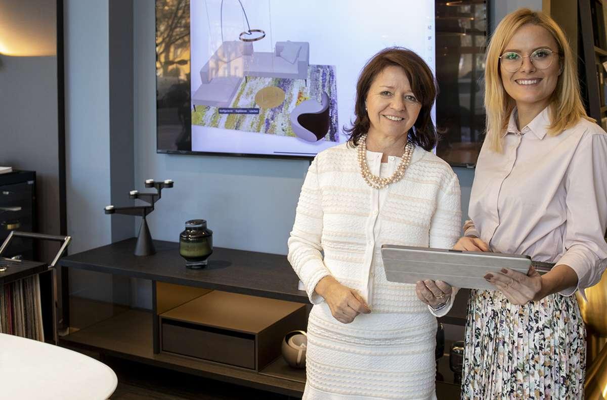 Barbara Benz (links) und Katharina Schott sind auch während des Lockdowns für ihre Kunden erreichbar.  Foto: Tomislav Vukosav