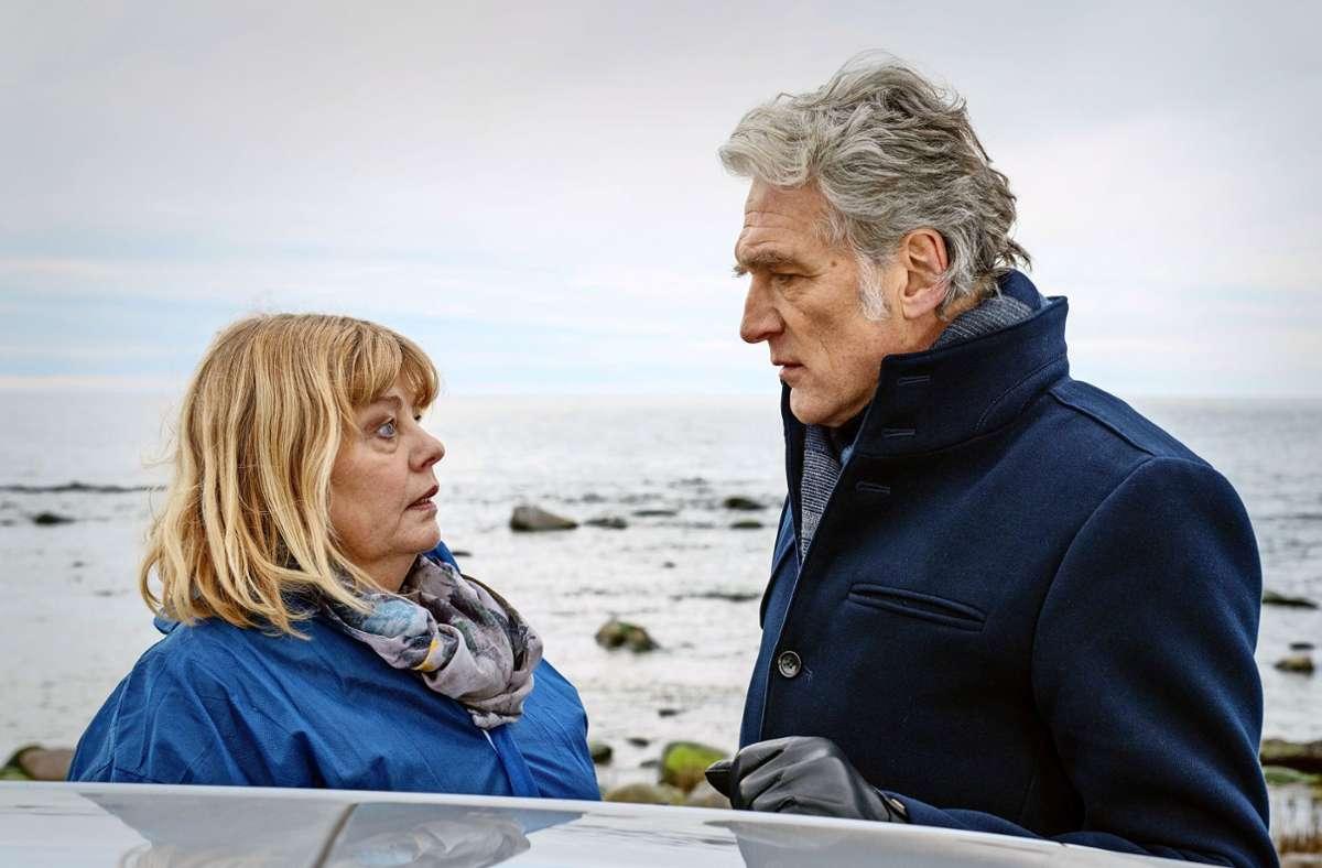 Inger Nilsson und Walter Sittler vor der rauen See Foto: ZDF/Marion von der Mehden