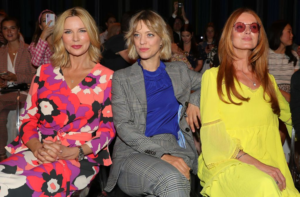 Zu der Modeshow von Marc Cain kommen Fernsehstars  wie Veronica Ferres (links), Heike Makatsch (Mitte) und Esther Schweins. Foto: Getty Images for Marc Cain