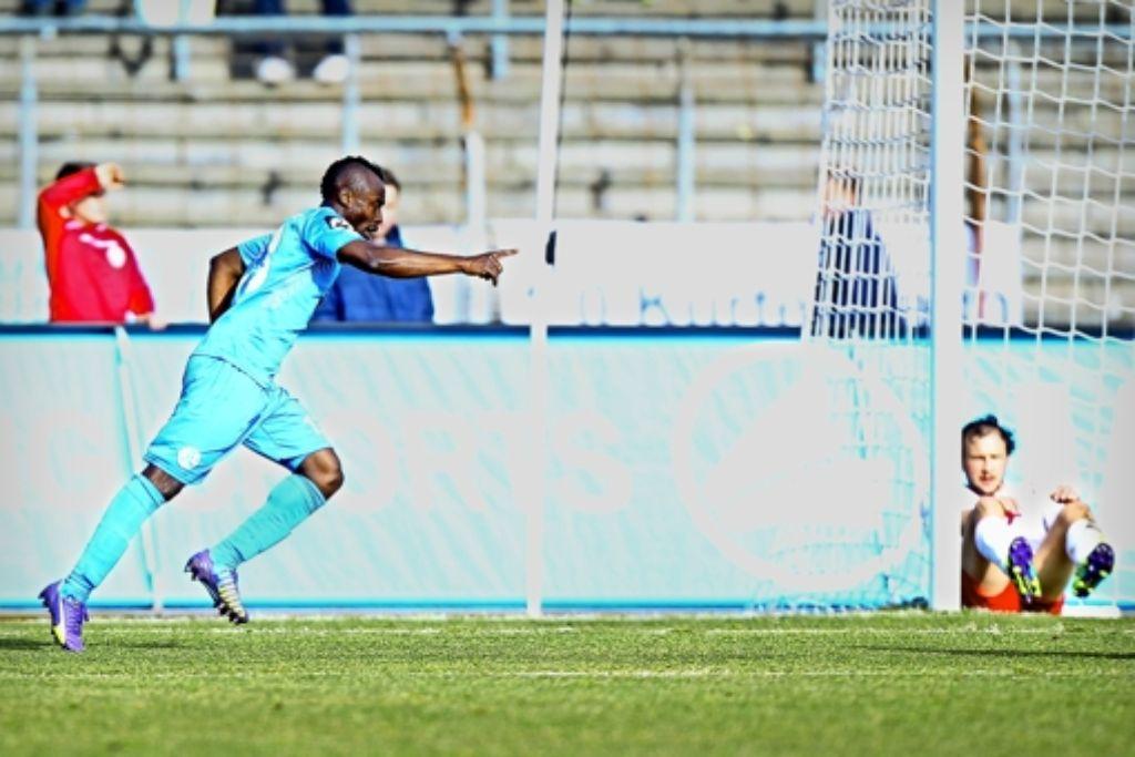 Randy Edwini-Bonsu  kehrt in die  Startelf zurück – und dankt es mit einem Tor. Foto: Volkmann