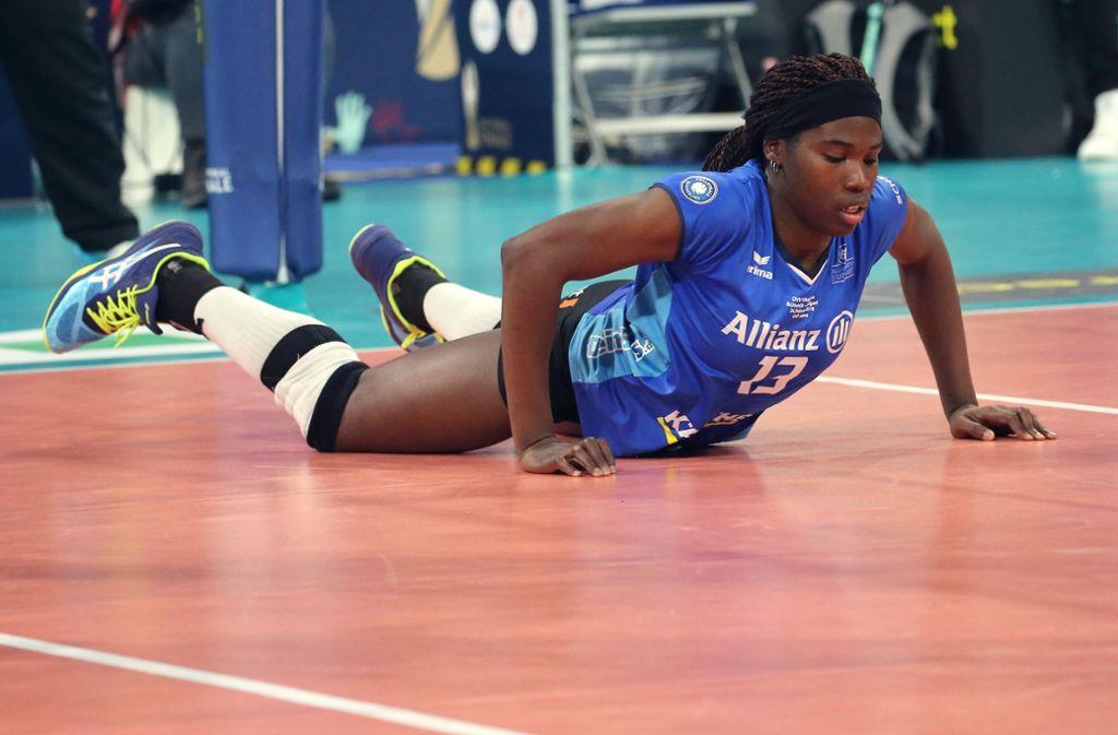 Auf dem Boden der Tatsachen gelandet: Die Volleyballerinnen von Allianz MTV Stuttgart um Krystal Rivers? Foto: Baumann