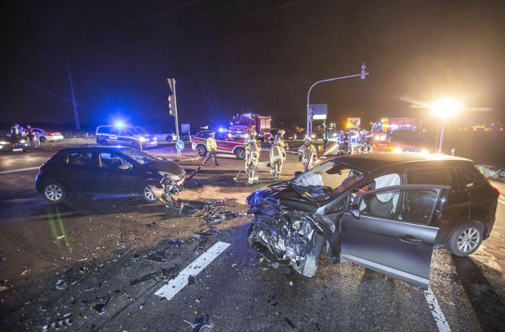 Die beiden Wagen krachten im Kreuzungsbereich ineinander. Foto: 7aktuell.de/Simon Adomat