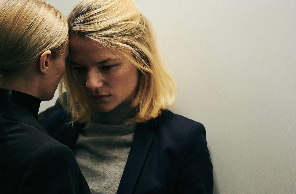 """Mavie Hörbiger und Valerie Pachner (rechts) in """"Der Boden unter den Füßen"""" Foto: Verleih/"""