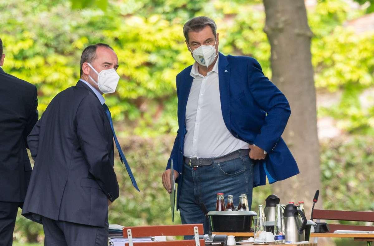 Bayerns Ministerpräsident Markus Söder (rechts) und sein Vize Hubert Aiwanger. Foto: dpa/Peter Kneffel