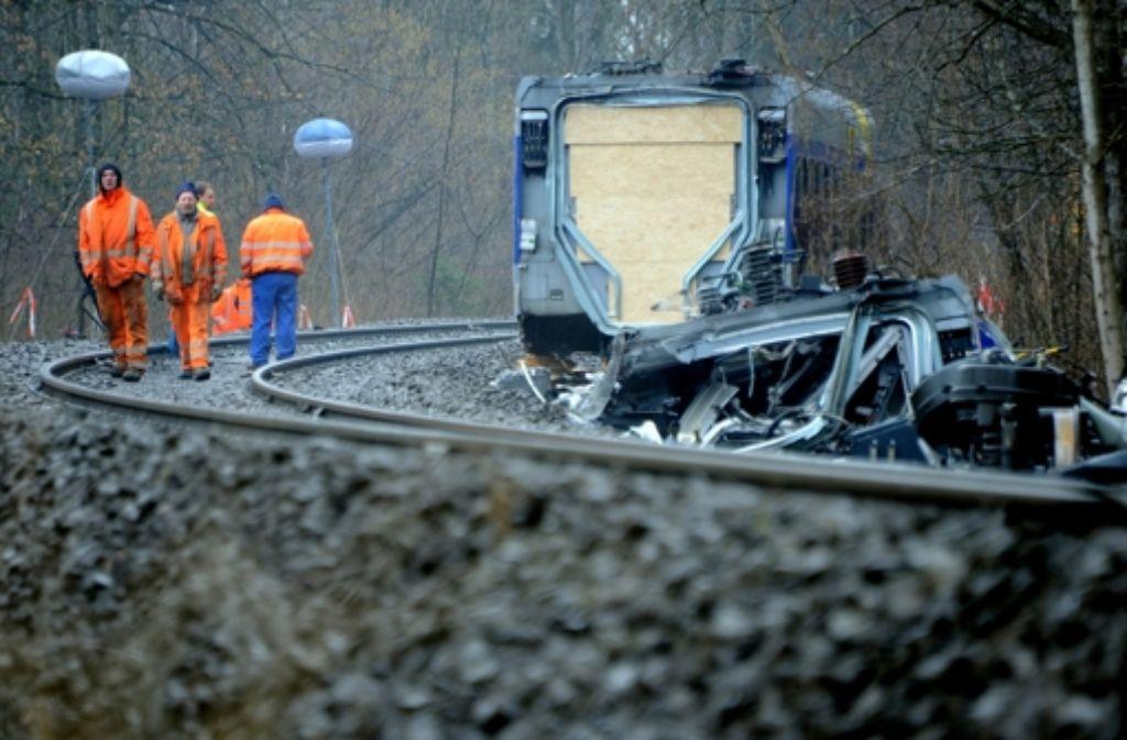 Bayerns Verkehrsminister Joachim Herrmann weitet die Ermittlungen zum Zugunglück in Bad Aibling aus. Zentrale Frage dabei: Gab es ein Funkloch auf der Strecke? Foto: Archiv/dpa