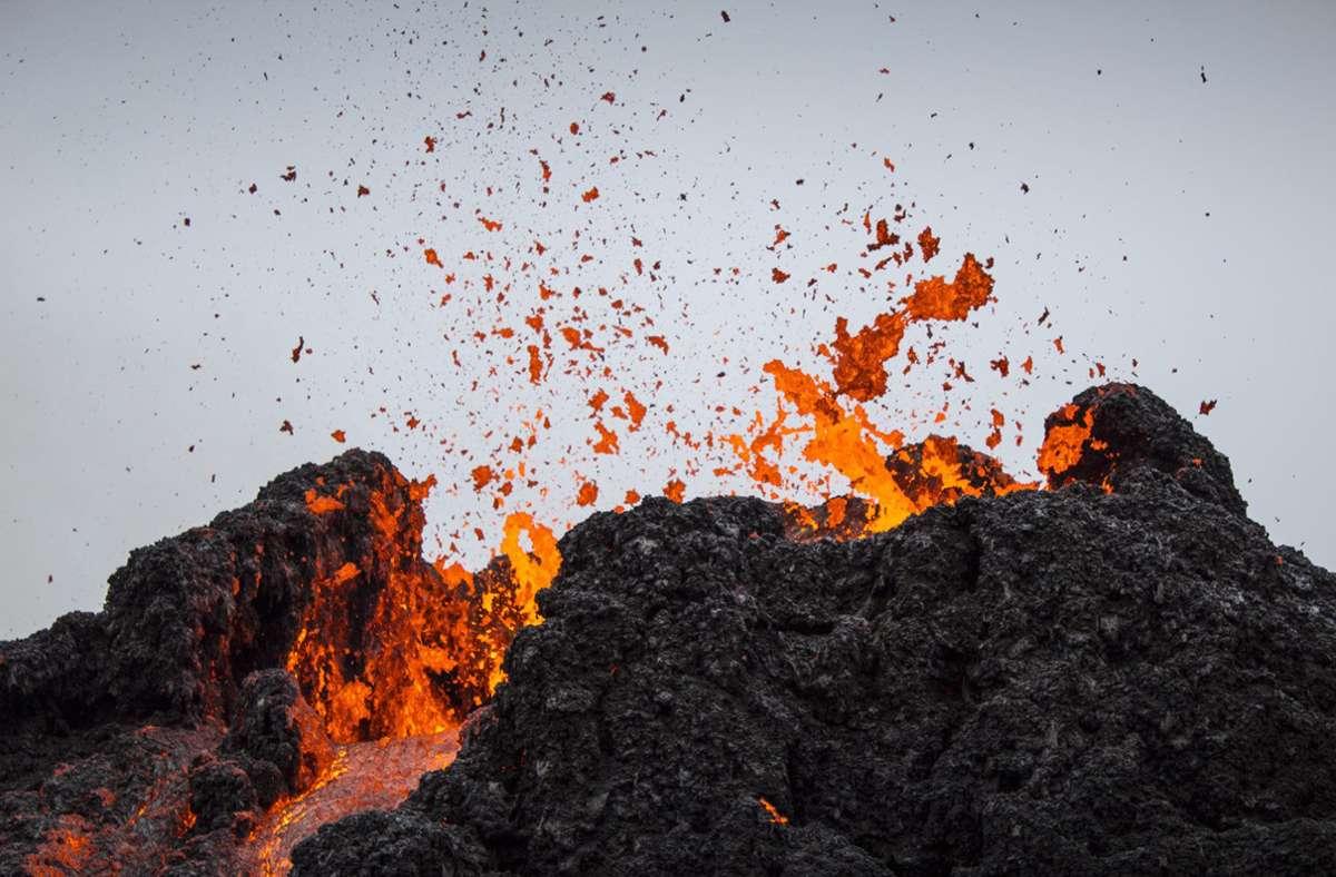 An einigen Stellten spritze glühende Lava aus dem Vulkan. Foto: dpa/Marco Di Marco