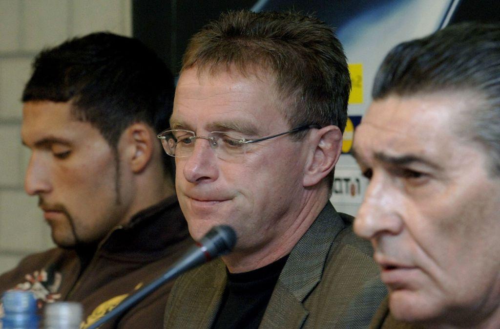 Kevin Kuranyi (links) lief unter Rudi Assauer (rechts) für den FC Schalke 04 auf. Ex-VfB-Coach Ralf stand in den Jahren 2004-2005 bei den Königsblauen an der Seitenlinie. Foto: dpa