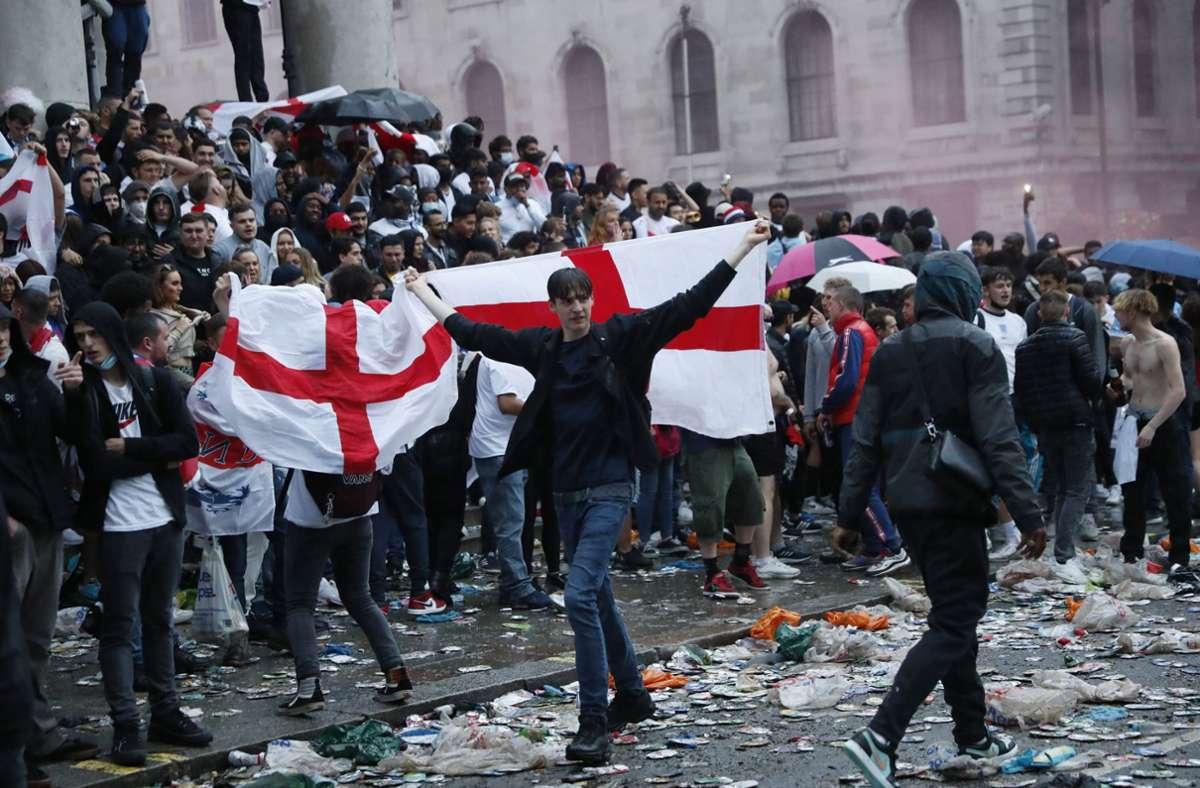 Nicht alle die wollten, durften ins Wembley-Stadion. Foto: dpa/Peter Morrison