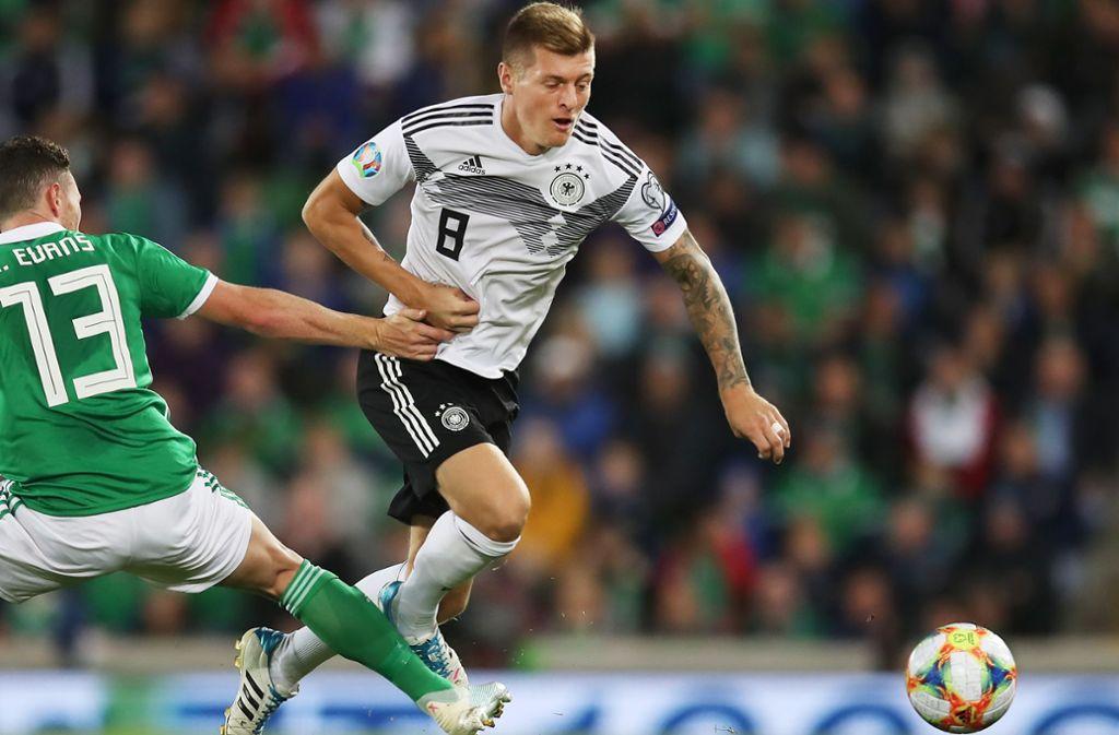 Toni Kroos (re.) ist nach wie vor fester Bestandteil der deutschen Fußball-Nationalmannschaft. Bei den meisten Weltmeistern von 2014 ist das anders. Foto: Getty
