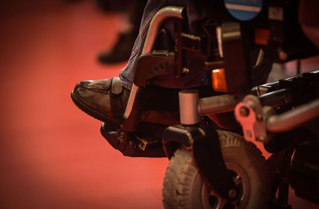 Der Rollstuhlfahrer wurde laut der Polizei bei dem Unfall  leicht verletzt. Foto: Lichtgut/Max Kovalenko