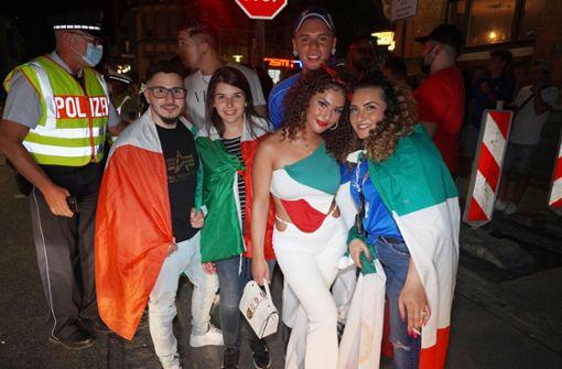 Hunderte italienische Fans feiern ausgelassen in Fellbach
