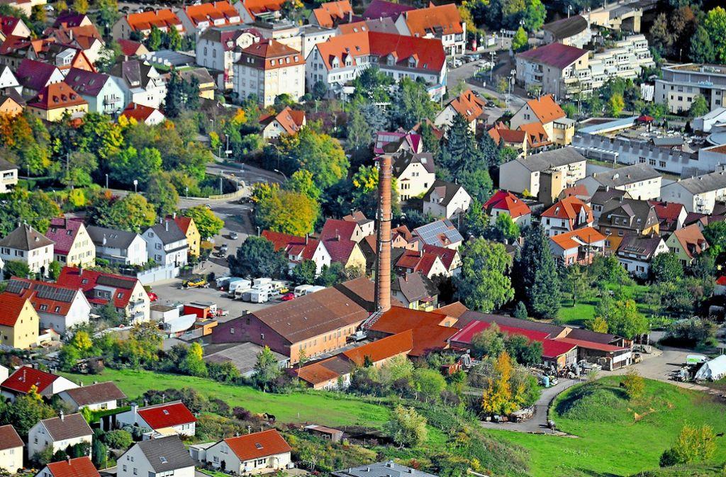 Das Gebiet rund um den hohen Ziegelei-Schornstein gilt wegen seiner Nähe zum Stadtkern als Filetstück von Besigheim. Foto: Werner Kuhnle