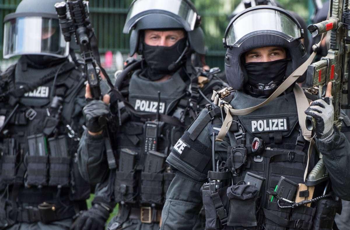 Das SEK war am Samstag in der Kammgarnspinnerei in Bietigheim-Bissingen im Einsatz. (Symbolbild) Foto: dpa/Boris Roessler
