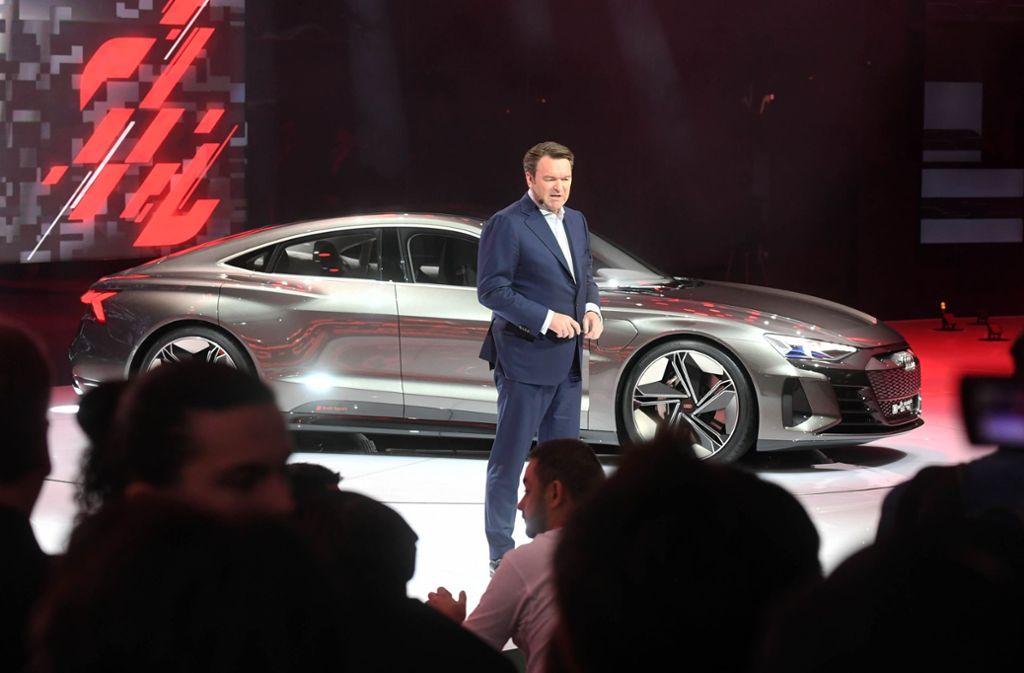 Auf dem Genfer Autosalon präsentierte Audi-Chef Bram Schot eine Studie des Elektro-Sportwagens E-tron GT, der ab 2020 in Neckarsulm produziert werden soll. Foto: dpa