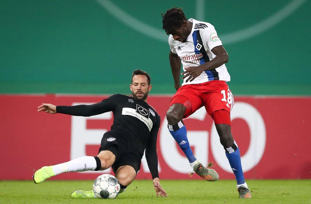 Gonzalo Castro (links) und der VfB Stuttgart haben im DFB-Pokal beim Hamburger SV gewonnen. Unsere Redaktion hat die Leistungen der VfB-Akteure wie folgt bewertet. Foto: dpa/Christian Charisius