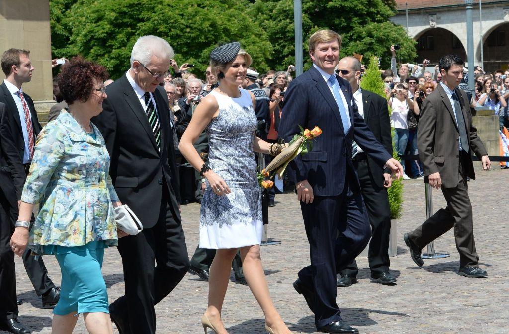 Ministerpräsident Winfried Kretschmann kann auch Adel, wenn es darauf ankommt: hier mit dem niederländischen Königspaar Willem-Alexander und Maxima Stuttgart. Foto: dpa