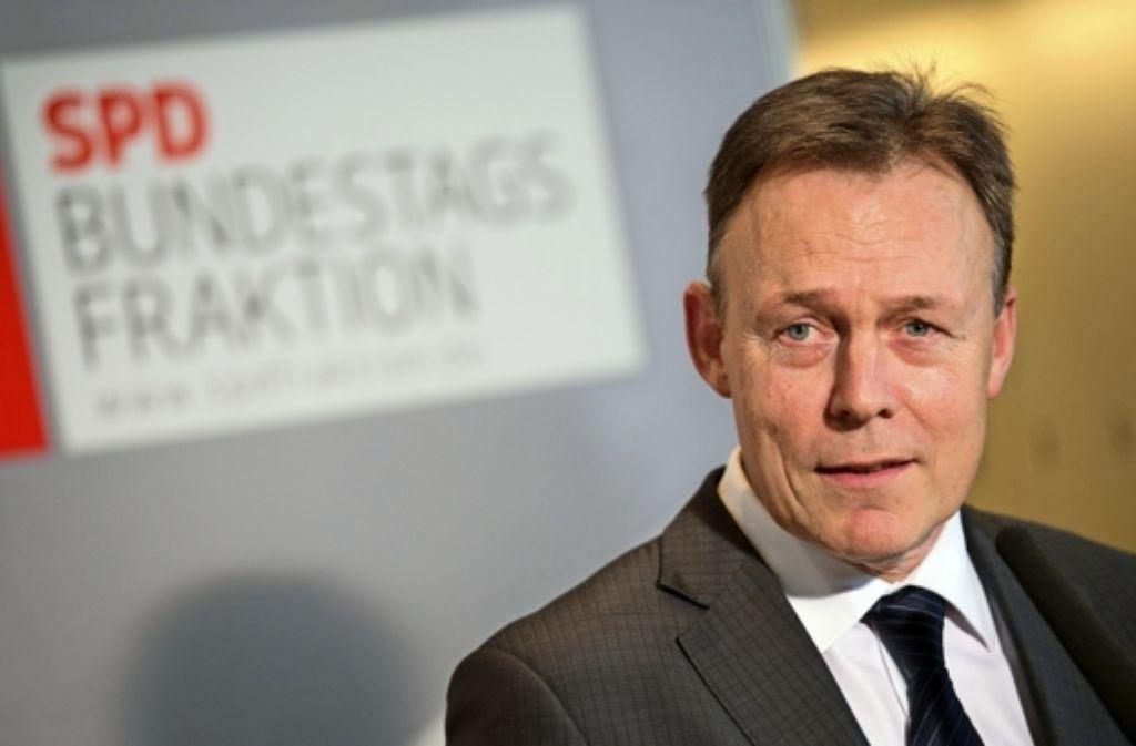 Fraktionschef Thomas Oppermann verteidigt die geplanten Freihandelsabkommen mit den USA und Kanada, die in der SPD auf viel Kritik stoßen. Foto: dpa