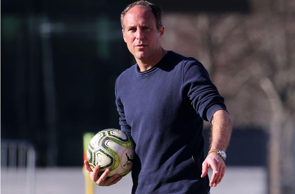 An diesem Dienstag ist Trainer Marc Kienle mit dem VfB II beim TSV Steinbach Haiger am Ball. Foto: Baumann