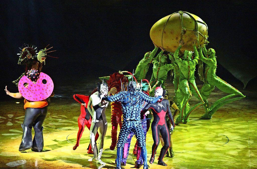 """Die faszinierende Show """"Ovo"""" des Cirque du Soleil besticht nicht zuletzt durch die fantasievollen und farbenfrohen Kostümee. Foto: Lichtgut/Jan Reich"""