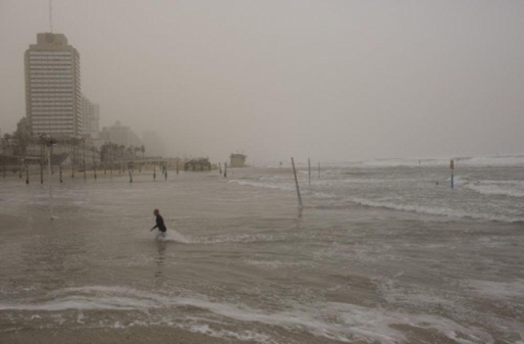 Stürmische Zeiten in Tel Aviv: immer mehr Flüchtlinge kommen ins Land – von den meisten Einheimischen abgelehnt, von  kriminellen Geschäftemachern ausgenutzt. Foto: dpa