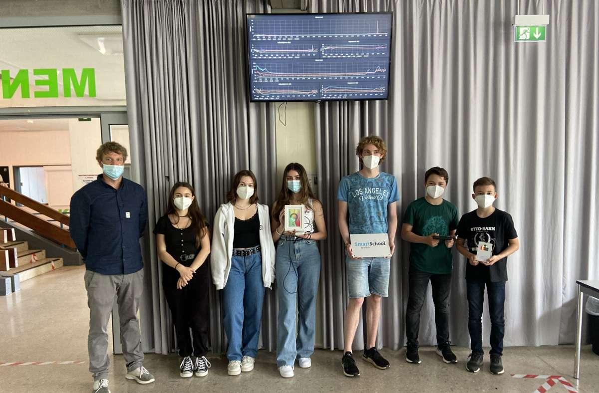 Fit im Digitalen: Schülerinnen und Schüler des OHG mit Lehrer Daniel Rauser. Foto: Otto-Hahn-Gymnasium