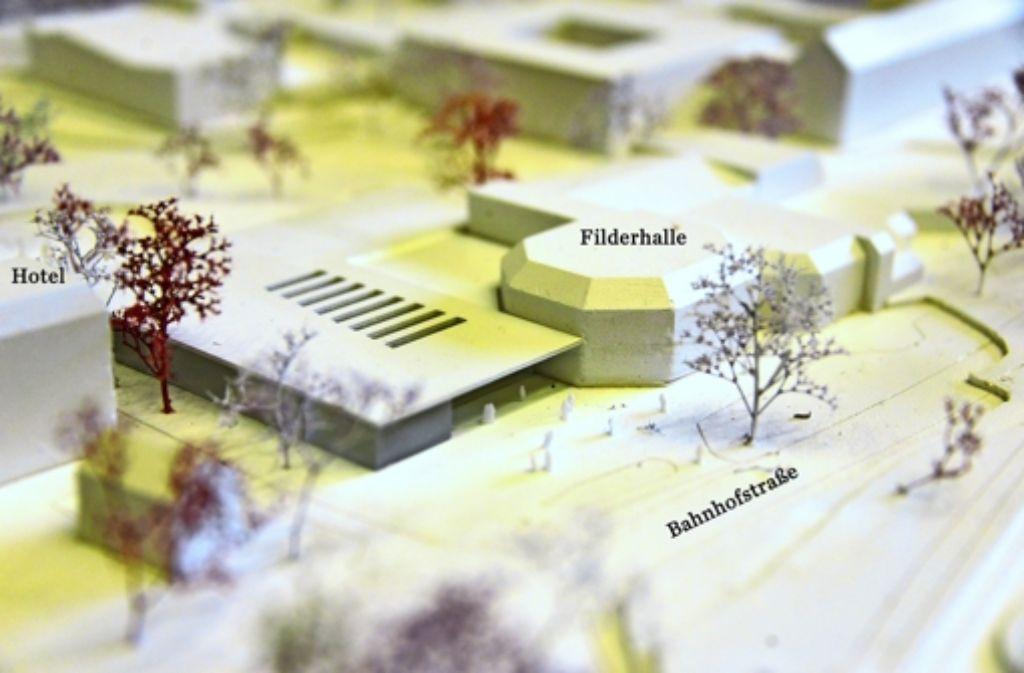 Das Büro h4a Gessert + Randecker aus Stuttgart setzt auf rechteckige Formen und eine gläserne Fassade am Anbau. Foto: Norbert J. Leven