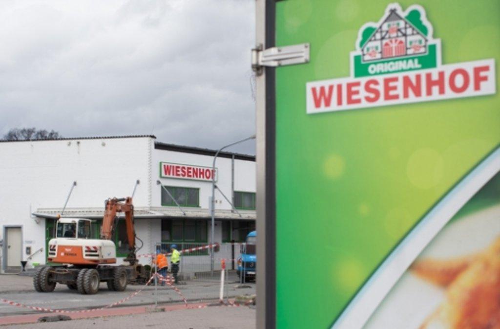 Bei dem Brand beim Geflügelproduzenten Wiesenhof ist ein Millionenschaden entstanden. Geschlachtet werden kann hier vorerst nicht. Foto: dpa