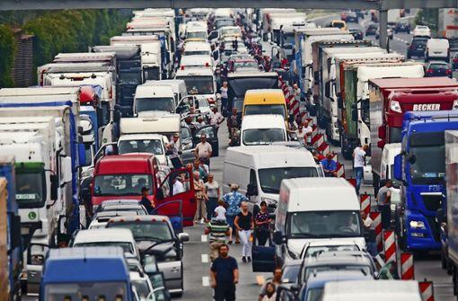 Keine Rettungsgasse – Bußgeld gegen Dutzende Autofahrer