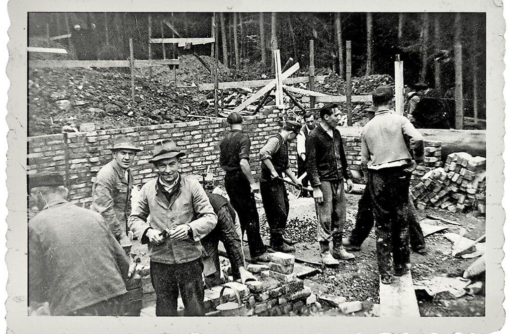 Bauhelfer um das Jahr 1950 im Einsatz am Weilerberg Foto: privat/Lojas Nemeth