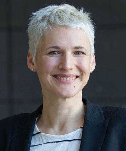Digital Unit : Rebecca Hanke (rh)