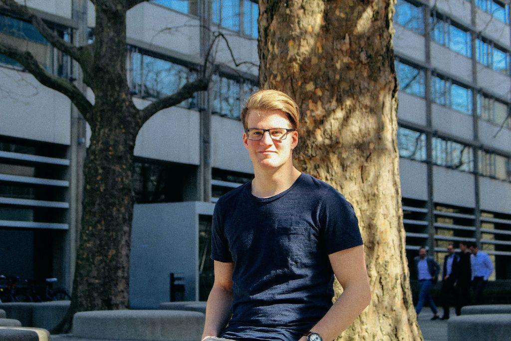 An der Uni Stuttgart geht Matthias Langer seinem Interesse für Politik nach und ist mit seiner Studienwahl sehr zufrieden.  Foto: Alla Lukashova